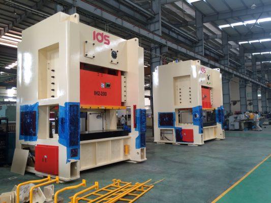 bàn giao lắp máy dập IDS - công ty Nhật Minh